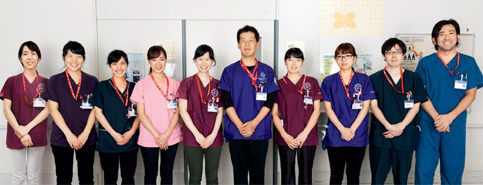 スタッフは歯科医師が10名(うち3名は研修医)、歯科衛生士が4名。周術期室にはローテーションで医師と歯科衛生士を1人ずつ毎日配置している。
