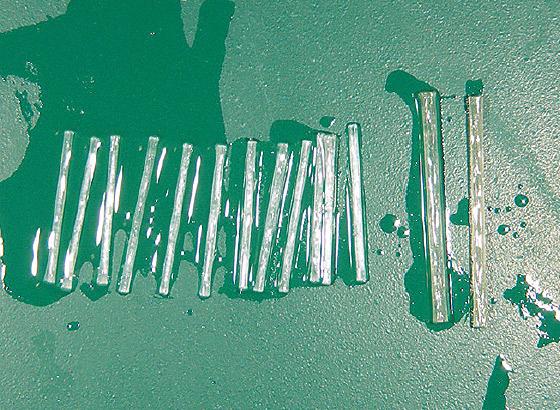 図21 ピクルステクニックを用いて接着前処理を行った光ファイバーポスト。アクセサリーファイバーは12本挿入することとした。